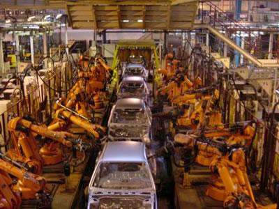 Robotai jau seniai neatsiejama gamyklų dalis