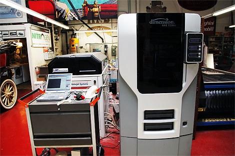 3D spausdintuvas plastmasinei detalės kopijai pagaminti naudoja iš 3D skenerio gautus duomenis