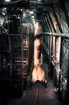 V-2 raketa požeminėje gamykloje