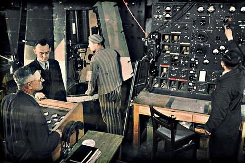 V-2 surinkimo procesui vadovaujantys nacių inžinieriai