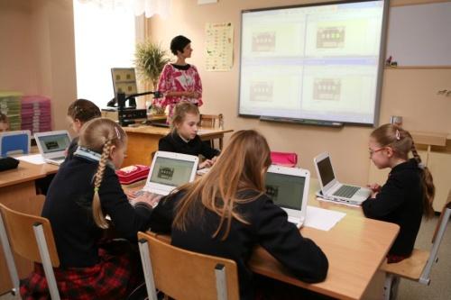 """Pirmoji """"Classmate PC"""" klasė Lietuvoje mokymosi procesą priartins prie Vakarų šalių"""