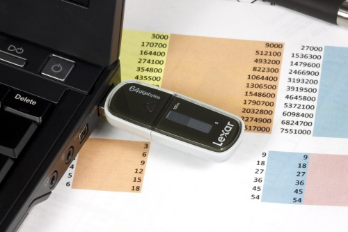 """""""Lexar Echo MX"""" ir ZX atmintukai: atsarginės kopijos paprasčiau"""