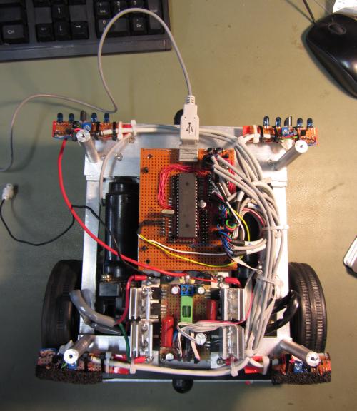 Sukonstruotas robotas su vaizdo ir kalbos atpažinimu