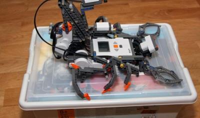 Mokiniai mokėsi kurti, programuoti ir valdyti robotus