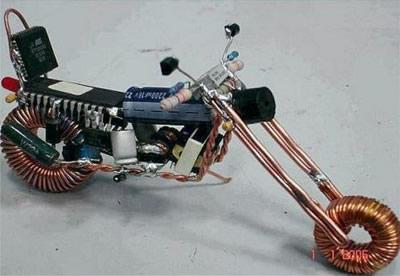 Elektroniko požiūris: čioperis (kelioninis motociklas)