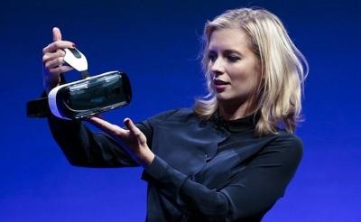 """""""Samsung"""" kurs dronus, robotus ir virtualios realybės sistemas"""