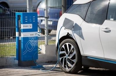 Vilniuje – pirma saulės energijos įkrovimo stotelė elektromobiliams