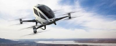 Dronas sugeba transportuoti žmogų skrisdamas 100 km/h greičiu