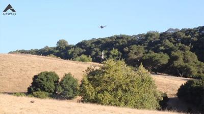 """""""Airspace"""" savarankiškai medžios kitus dronus"""