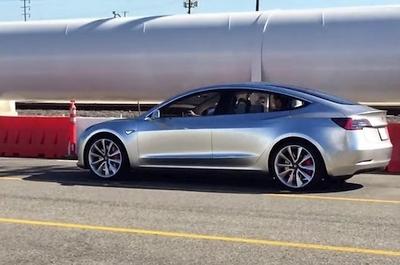 """Laukia proveržio: """"Tesla"""" pristatys naują """"įperkamą"""" visureigį"""