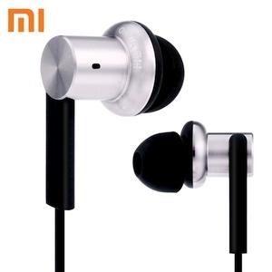 """Kuo hibridinės """"Xiaomi Mi IV"""" ausinės tokios geros?"""