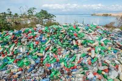 """""""Dell"""" pirmieji rinkoje pakuotėms panaudojo iš vandenynų surinktą plastiką"""