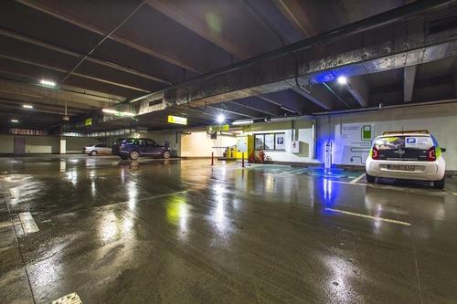 Elektromobiliai programuoja pokyčius įkrovimo stotelių gamintojams ir nekilnojamojo turto plėtotojams