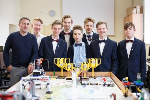 Didžiausiose Europos robotikos varžybose Lietuvai atstovaus kauniečiai