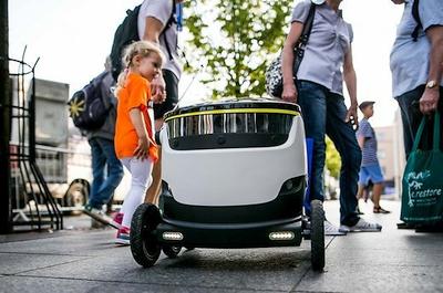 Estijos gatvėse – šaligatviais važinėjantys robotai