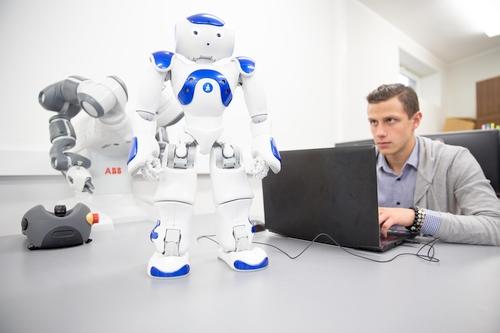 Šiuolaikinių technologijų diegimas įmonėse: darbuotojai bus nereikalingi?