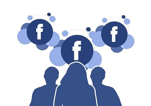 """Nė nenutuokiate, kaip """"Facebook"""" atrenka, ką jums siūlyti į draugus"""