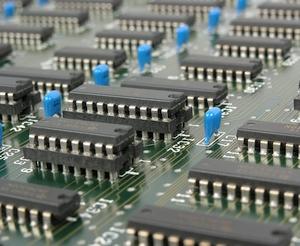 Gyventojai iš nenaudojamos elektronikos verslo nedaro – mieliau ją dovanoja