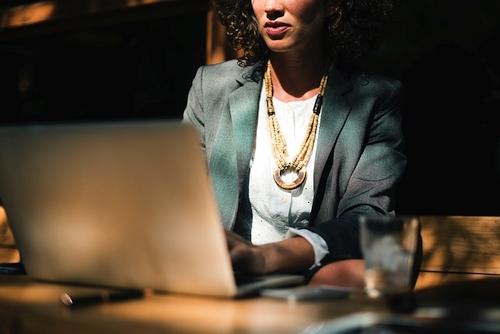 Ar tikrai verta nerimauti? 5 teigiami įmonių susijungimo aspektai darbuotojams