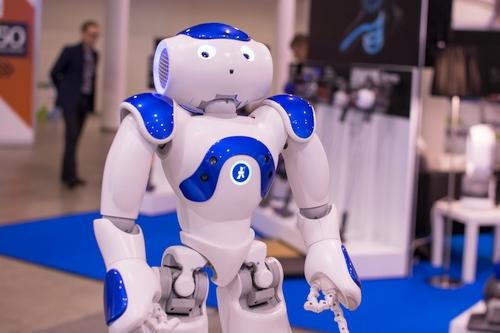Neišvengiamai į žmogaus kasdienybę besiveržiantys robotai vis plačiaunaudojami ir ugdymo procese