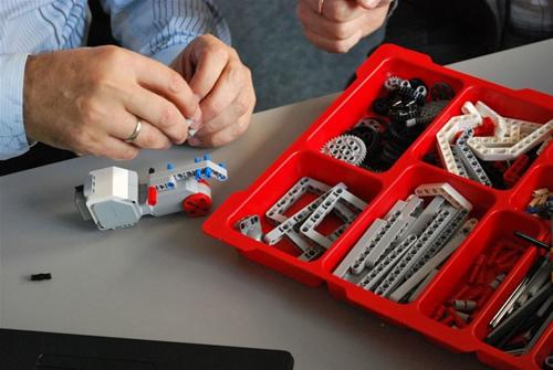 """Renginio organizatorių nuotr. / įvyko baigiamasis """"Erasmus+"""" projekto """"Jaunųjų europiečių mokymas programuoti pasitelkus robotus"""" renginys"""