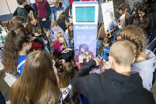 """#SWITCH! – 15 tūkstančių dalyvių, svečiai iš """"Facebook"""" ir """"Google"""" bei pasakojimai apie apsiperkantį šaldytuvą"""