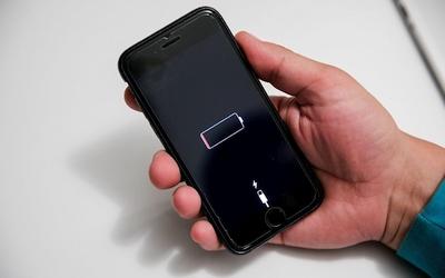 """Po atnaujinimo kai kurie """"iPhone"""" krovikliai nebeveikia: kas nutiko"""