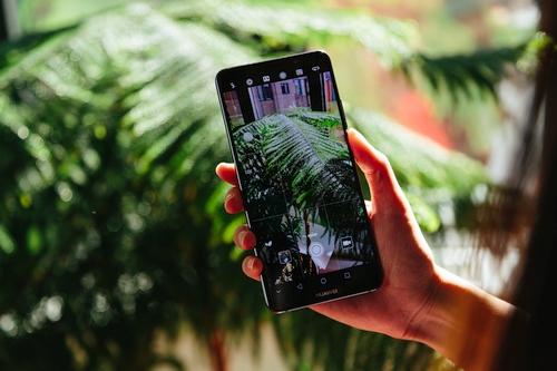 """""""Huawei"""" pristatė """"Mate 10"""" serijos telefonus, turinčius dirbtinį intelektą"""