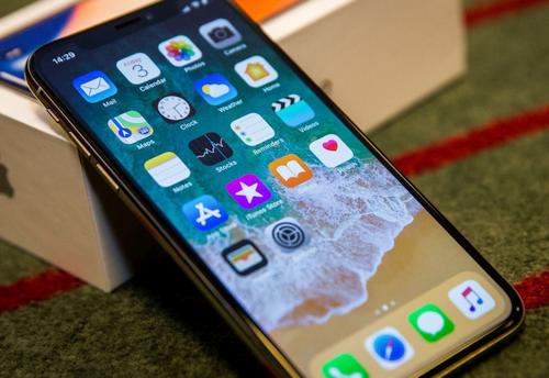 """""""Apple iPhone X"""" apžvalga """"Android"""" vartotojo akimis"""