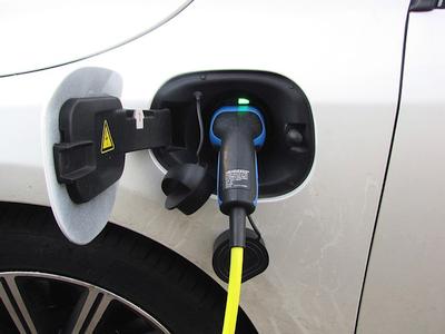 Kas geriau net ir Lenkijoje – dyzelinis ar elektrinis automobilis?