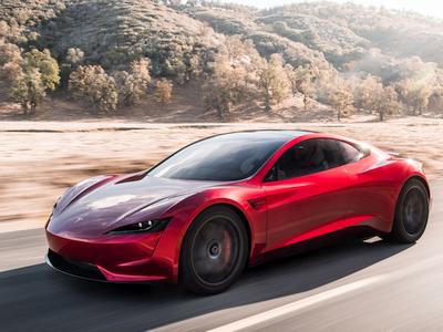 """Elonas Muskas driokstelėjo iš peties: į Marsą išsiųs savo raudoną """"Tesla Roadster"""""""