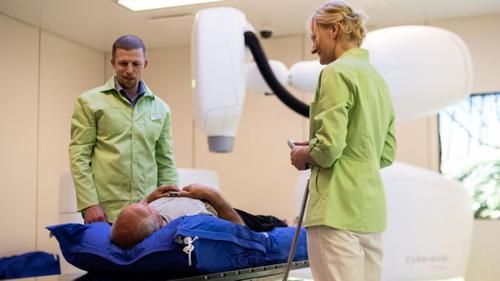Latvijoje robotas prostatos vėžį gydo greitai ir be skausmo