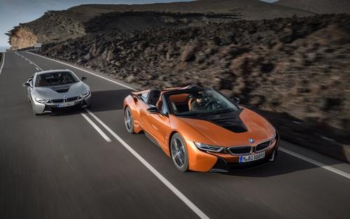 """Hibridinis sportinis """"BMW i8"""" nuo šiol – ir rodsterio kėbule"""