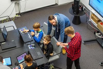 Didžiulis renginys Nacionalinėje bibliotekoje sutraukė žaisti kompiuteriu ne tik vaikus, bet ir tėvelius