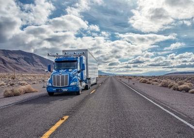 Bepilotis sunkvežimis pervažiavo JAV nuo pakrantės iki pakrantės