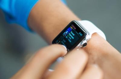 """Kaip """"Apple Watch"""" susieti su nauju telefonu neprarandant duomenų"""
