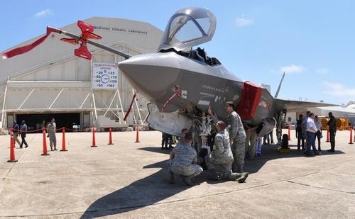 """""""Lockheed"""" turi rimtą problemą: JAV kariškiai nebenori priimti naujų """"F-35"""" naikintuvų"""