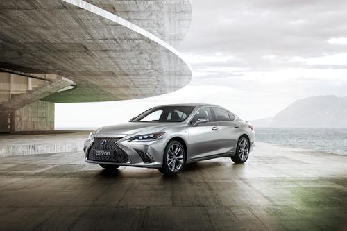 """Lexus ES"": dar dinamiškesnis ir ambicingesnis"