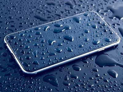 Ką daryti, jei telefonas įkrito į vandenį ar kitaip sušlapo?