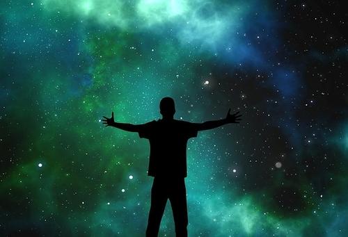 Mokslininkai: nežemiška gyvybė gali klestėti ir lygiagrečiose visatose