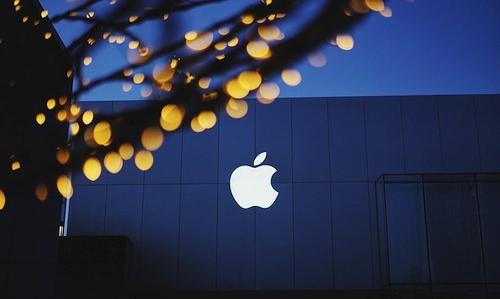 """Pristatyta """"iOS 12"""" sistema: veiks visuose įrenginiuose, """"pavežančiuose"""" """"iOS 11"""""""