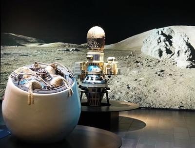 Laikinosios LEM ekspozicijos vienas pagrindinių akcentų – kosminių aparatų modeliai.