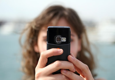 Filmavimas išmaniuoju telefonu: kaip sukurti tobulą vasaros atostogų filmuką?