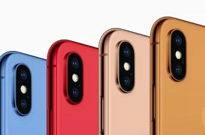 """""""Apple"""" dizaineriai linksminasi: bus mėlynų, oranžinių ir auksinių """"iPhone"""""""
