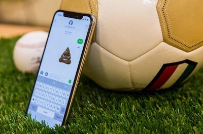"""Kiniškas """"Apple"""" padlaižiavimas: vienas žodis užlaužia telefoną"""