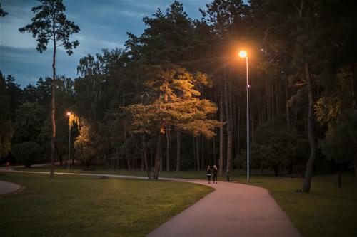 Moderniai apšviestas Vingio parkas lankytojų laukia 24/7