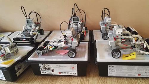 Motyvuota vaikų vasara: kai LEGO kaladėlės transformuojasi į robotus