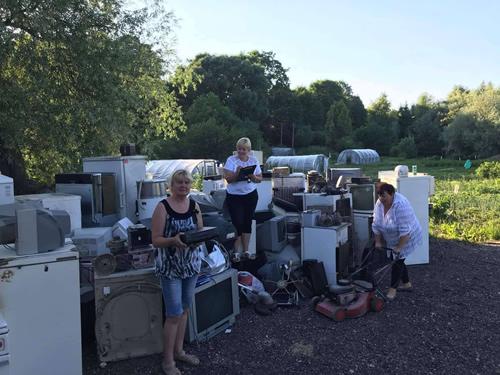 Tirkšlių seniūnijos bendruomenė renka atliekas