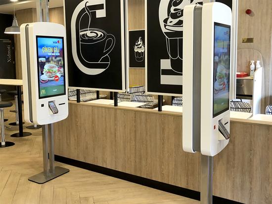 """BS/2 """"McDonald's"""" restoranuose Azerbaidžane įrengė pirmuosius interaktyvūs savitarnos kioskus"""