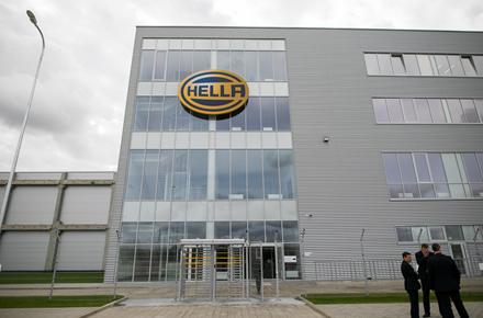 """""""Hella"""" atidarė naują elektronikos gamyklą Lietuvoje"""